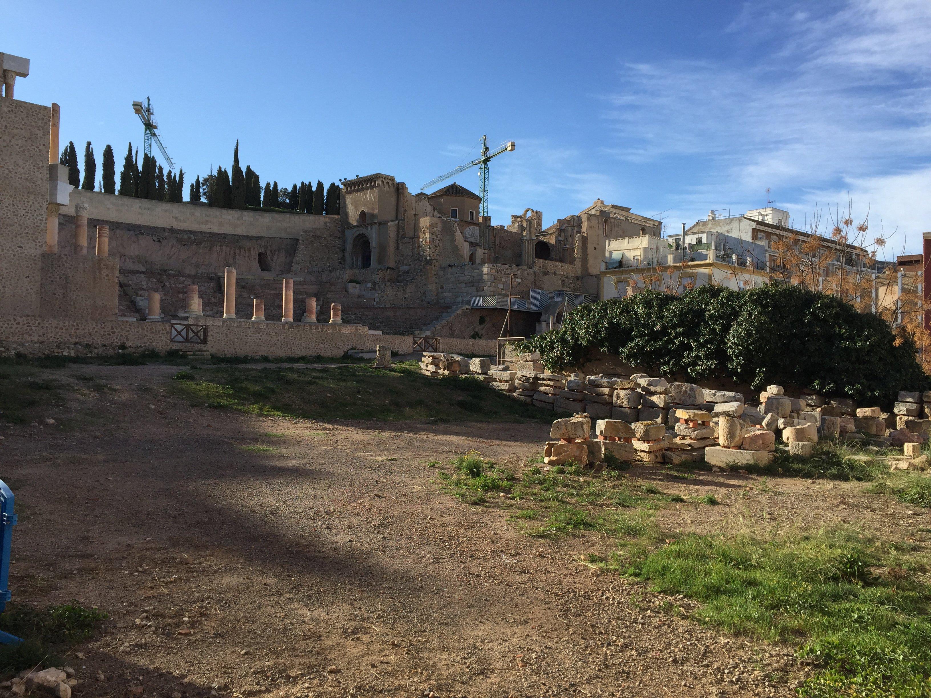 Parte de atrás de la escena del teatro romano de Cartagena